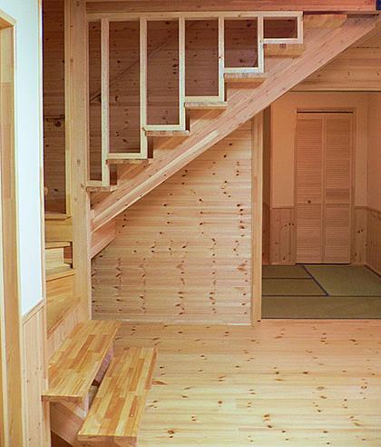 リビング階段で家族のふれあいが増す家