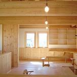 2階リビングの吹き抜け天井で趣味を楽しむ家