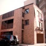 3階建てで二世帯住宅にも2家族住宅にも変幻自在の家
