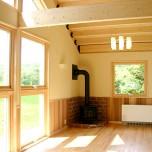 薪ストーブとオール電化を組み合わせた注文住宅の家