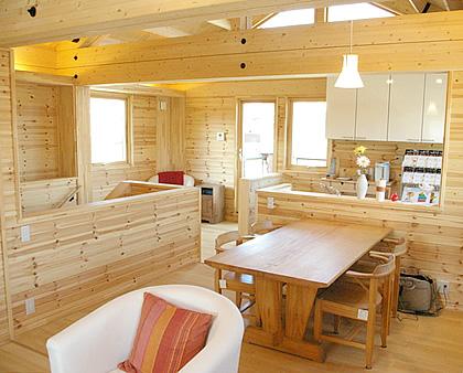 置き畳で和と洋を、フリースペースで変化を楽しむ家