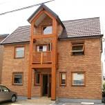 3階建て住宅には珍しい屋根裏部屋のある三角屋根の家