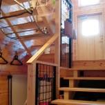 スキップフロアの中2階の玄関が家族をひとつにする家