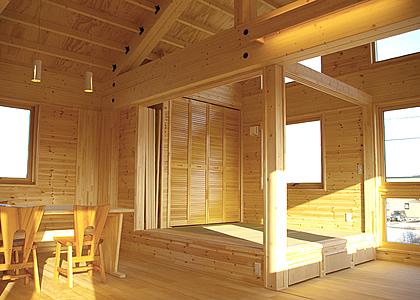 モダンインテリアの和室がリビングにゆとりと機能性を生み出す家