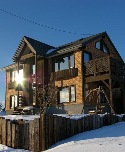 吹き抜けとロフトのある2階リビング絶景の家